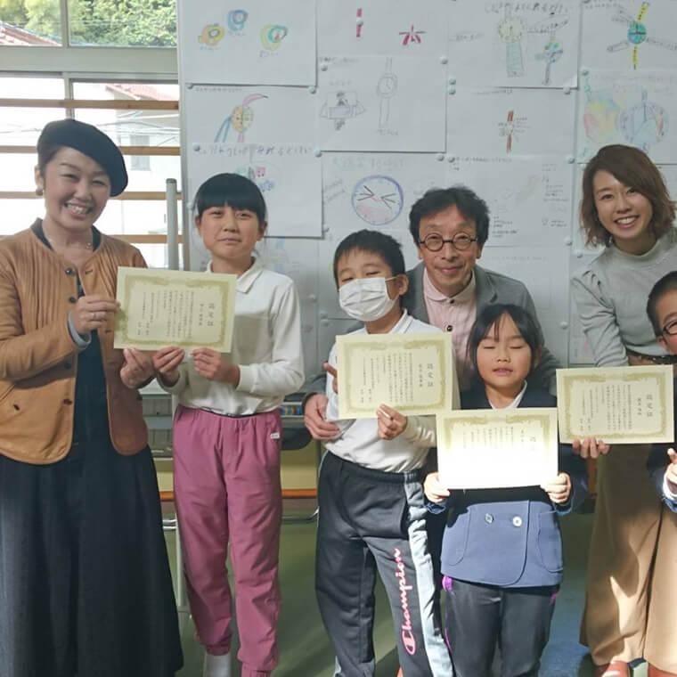 G-SHOCKの開発者・伊部菊雄さんが錦町の小学校で発明教室